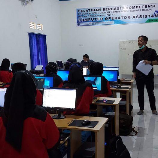 Uji Kompetensi dan Sertifikasi dari Lembaga Sertifikasi Profesi (LSP)